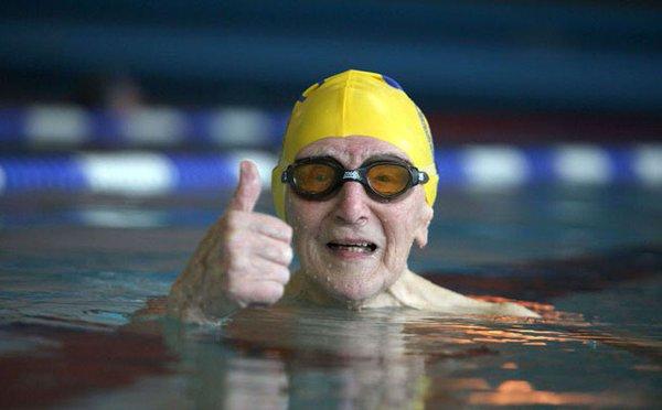 Natation senior activité conseillée pour bien vieillir