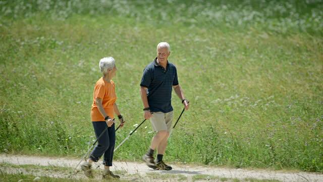 couple sportifs seniors